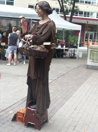 Rittenhouse Square: She poses as statue and will move for coins