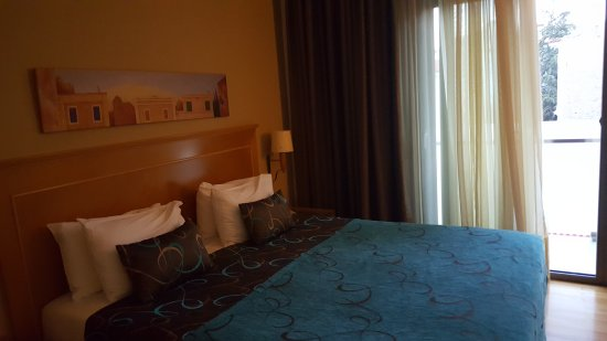 Plaka Hotel: 20170808_202224_large.jpg