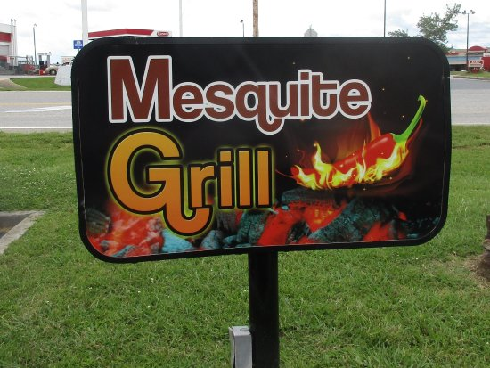 Mesquite Grill: Sign at driveway