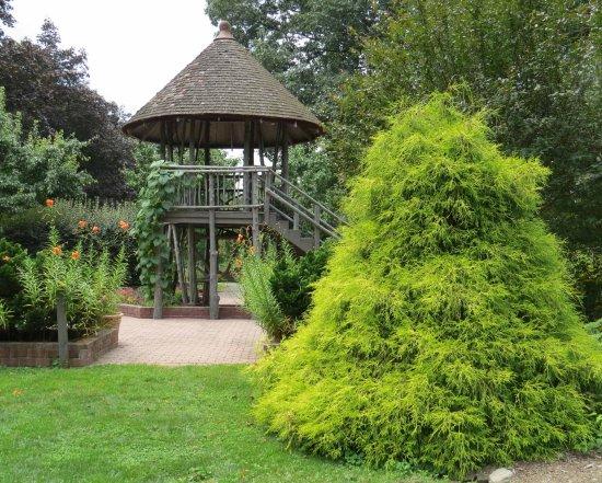 Lebanon, NJ: Hunterdon County Arboretum