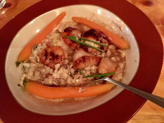 Интервейл, Нью-Гэмпшир: Seared Scallops & Mushroom Risotto (pic doesn't do it the justice it deserves!)