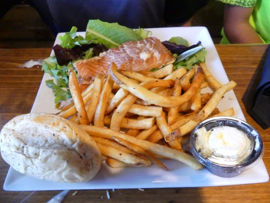 Silver Bay, MN: salmon with fries