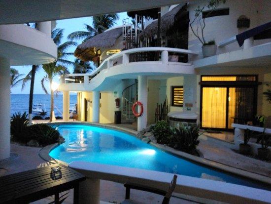Playa Palms Beach Hotel: TA_IMG_20170813_193639_large.jpg