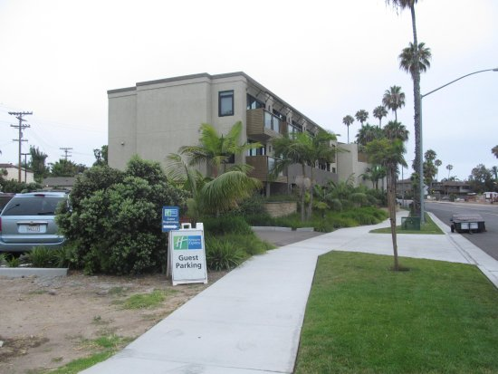 Holiday Inn Express La Jolla: Where you need to drive in coming off La Jolla BLVD