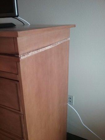Quality Inn U0026 Suites: Broken Furniture