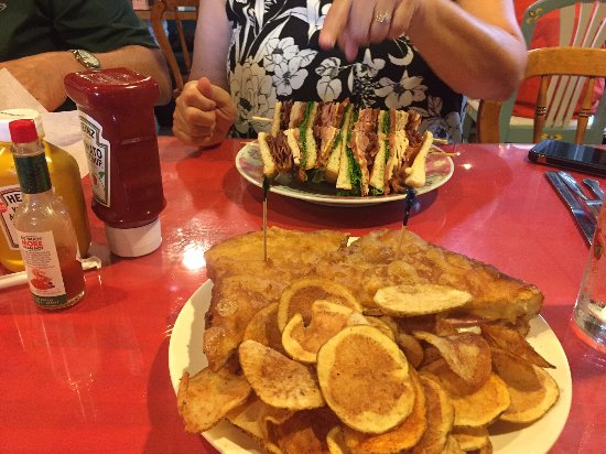 "Foxfire Fixin's: Deep fried bologna ""sammwich"" with homemade chips"