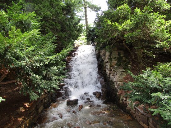 Kennett Square, PA: Waterfall on grounds