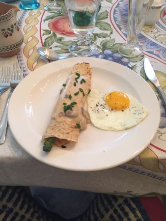 Merlot House: Asparagus and ?? wrapped in a crepe with an egg.
