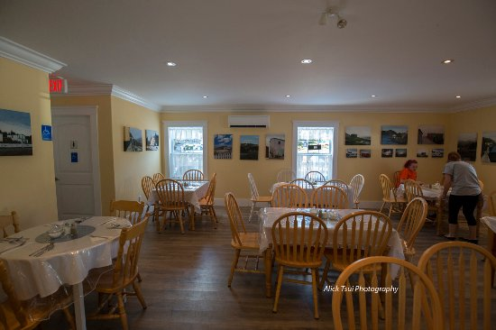 Brigus, Kanada: Dining area - bright and roomy