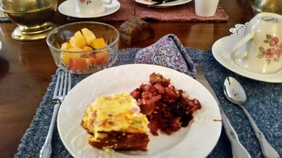 Haan's 1830 Inn : My choices for breakfast: egg strata with ham; fresh berry crumble, mixed fruit.