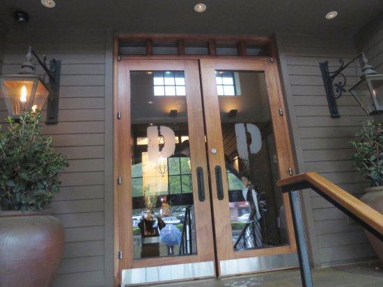Huntington, NY: Restaurant's entrance