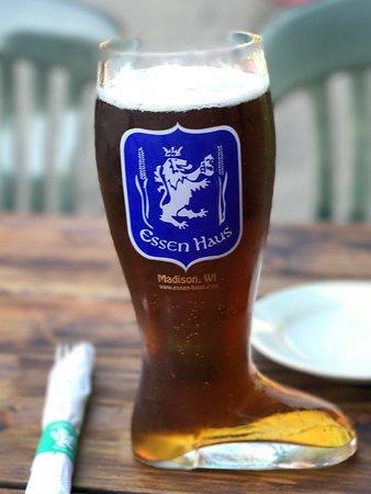 Essen Haus: 1 Liter boot of Pilsner