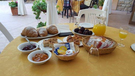 Aidone, Italië: colazione.....le marmellate sono ottime