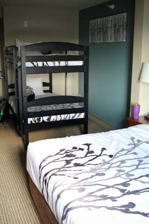 Sleep Inn & Suites: King bed with twin bunks