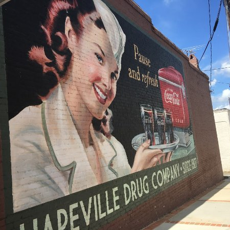 Hapeville, Τζόρτζια: If you see this sign - turn around - Volare is across the street!