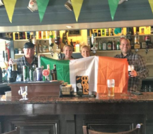 Killorglin, İrlanda: They invited us to hold the tricolour and take a photo.