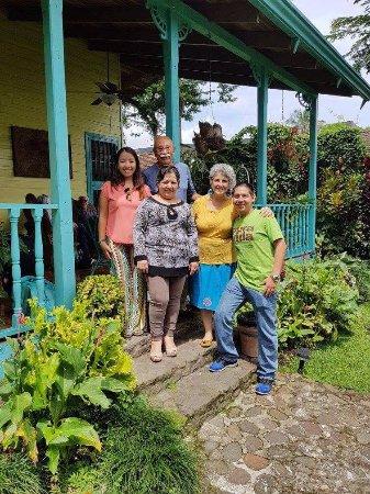 San Rafael de Escazu, Costa Rica: Pilar y Xavier, encantadores