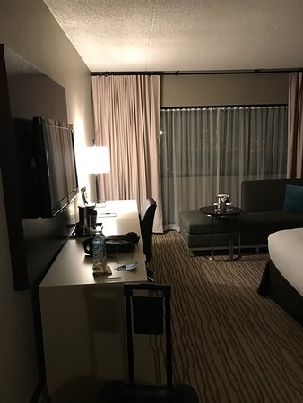 DoubleTree by Hilton Hotel Newark Airport: photo1.jpg