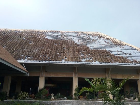 Leyte Park Resort Hotel: Four years after Yolanda and they haven't fixed the roof (or anywhere) yet.