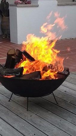 Kukmirn, Oostenrijk: Feuerstelle im Arkadenhof