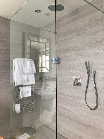 St Mawes, UK: Walk-in, walk-out doorless shower