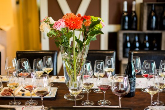 Wine Country Walking Tours: Premier Wine & Food Pairing Walking Tour - downtown Healdsburg, Sonoma County.