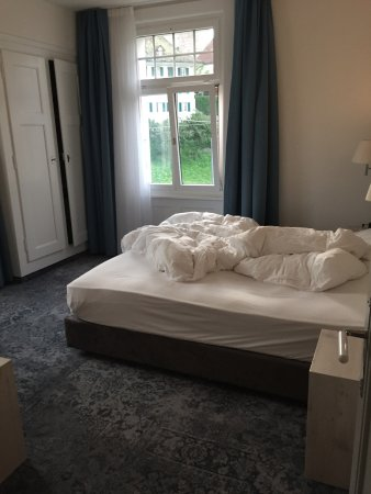 Hilterfingen, Suiza: Non lake room