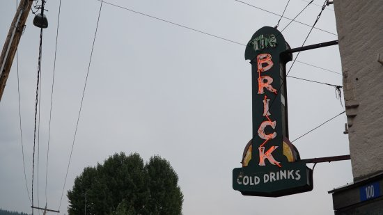 Roslyn, WA: The Brick. Photos by @delayphoto