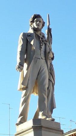 Monumento a Ciro Menotti