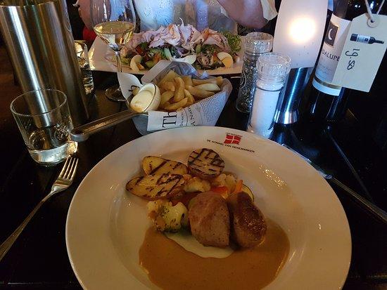 cafe-restaurant de Koning van Denemarken: Main courses: Varkenshaas. Partner had a salad as main dish.