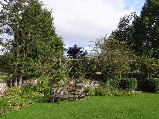 Cold Aston, UK : garden