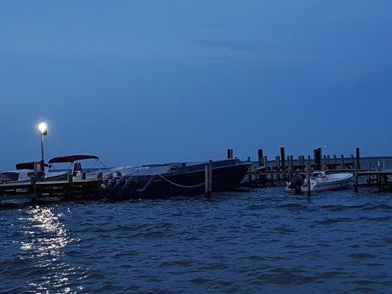 Club Calypso Seafood Restaurant: La luna ilumina el mar