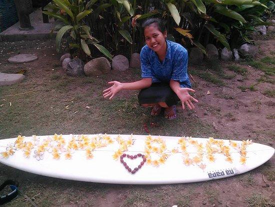Medewi, Indonesia: Mein Geburtstagsfoto von den Küchenmädels <3