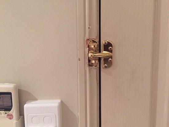 Roma, Australia: Broken lock