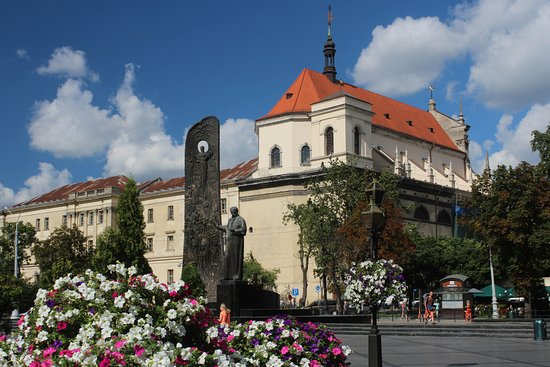 Lemberg TarasevenkoDenkmal und Jesuitenkirche Picture