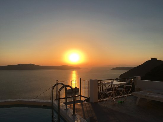 Villa Renos : Stunning Sunset from our balcony every evening.