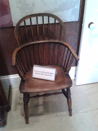 New Plymouth, Nova Zelândia: This chair is very old and people are asked not to sit on it.