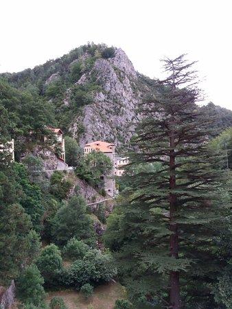 Hotel Le Val Du Tech : vue des thermes, vers l'Est