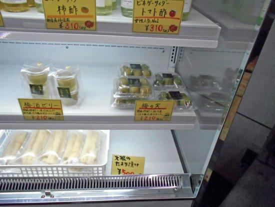 Kurume, Japan: 梅の実の梅酒づけ