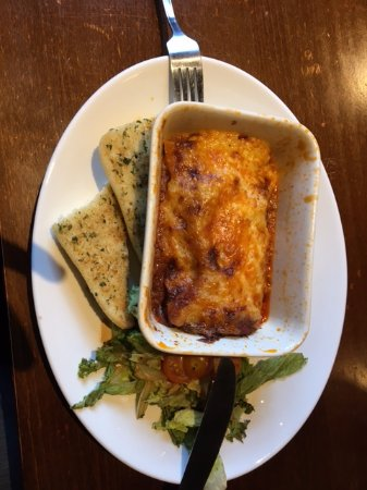 Dunham on the Hill, UK: Lasagne portion so thin, small garlic bread and wilted/old salad... mmm