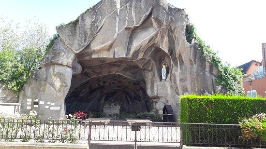 Wettolsheim, France: Replique de la Grotte de Lourdes