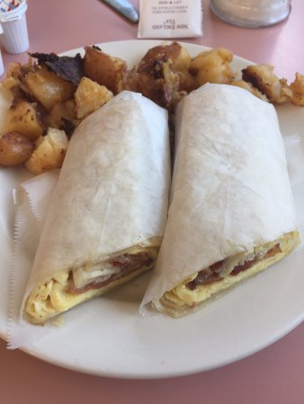 North Billerica, MA: Breakfast wrap and home fries