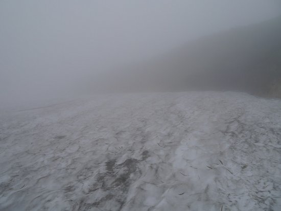 Yamagata Prefecture, Japan: 霧で霞む残雪