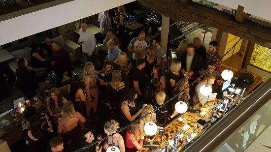 Sowerby Bridge, UK: Busy Bar
