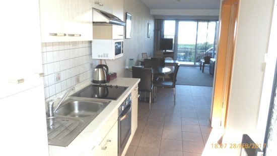 Admiralty Lodge Motel: Kitchen and Lounge