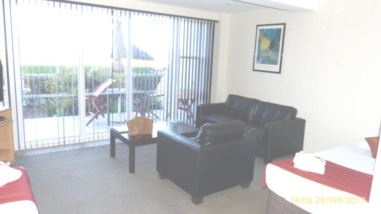 Admiralty Lodge Motel: Lounge and View