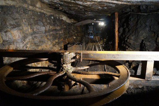 Roscommon, Ireland: This wheel operated the hutches that brought the coal to the surface