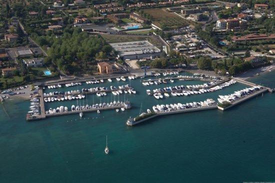 Moniga del Garda, Italy: Il porto più esclusivo del Lago di Garda