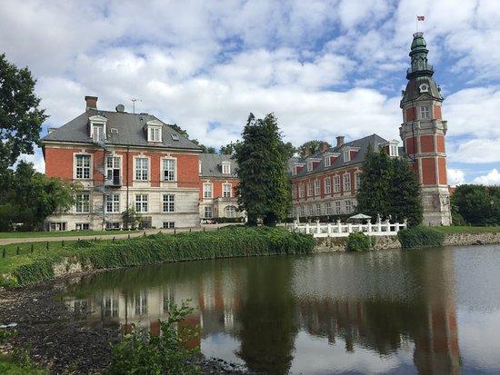 Hvedholm Castle (Fåborg, Danmark) - Slott - anmeldelser og prissammenligning - TripAdvisor