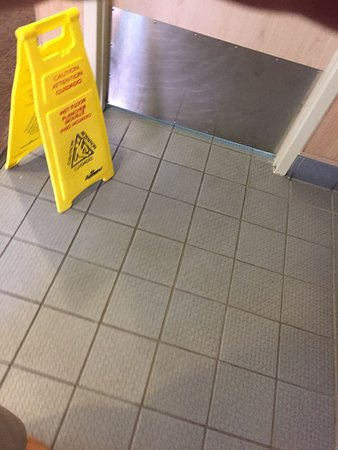 Glenview, IL: Dirty.   Employees don't wash hands.    Many speak Spanglish.